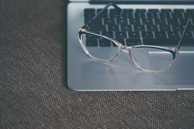 Top 10 Tips for Buying Glasses Online I SportRX